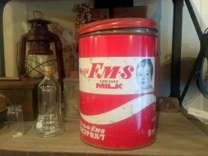 ミルクの空き缶