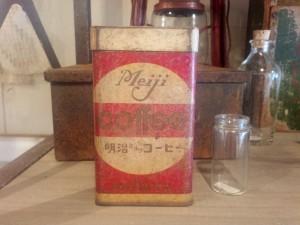 お菓子の空き缶1
